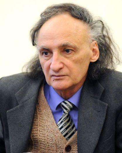 Grigore Vieru si-a lansat astazi cartea Taina care ma apara; in imag