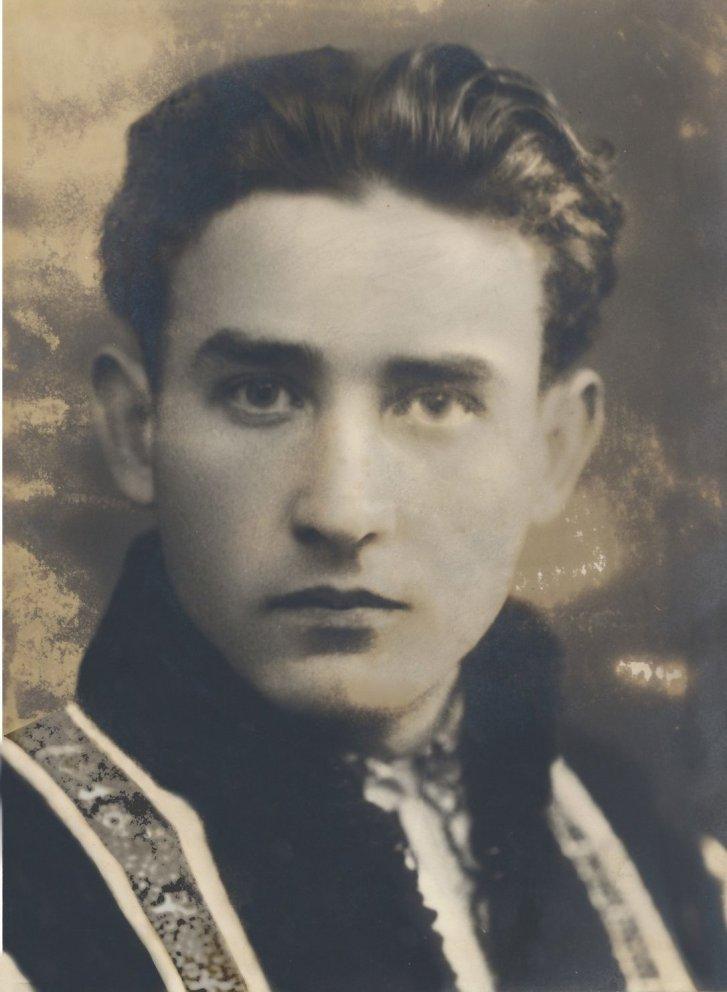 valeriu-gafencu-in-costum-national