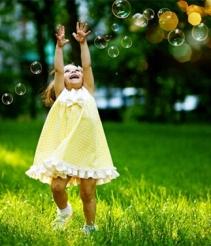 copilaria verde cu baloane