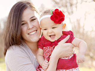 Raquel_Kato_and_her_daughter_AveMarie_Rose_Credit_Alzbeta_Volk_wwwalzbetanet_EWTN_US_Catholic_News_6_27_13