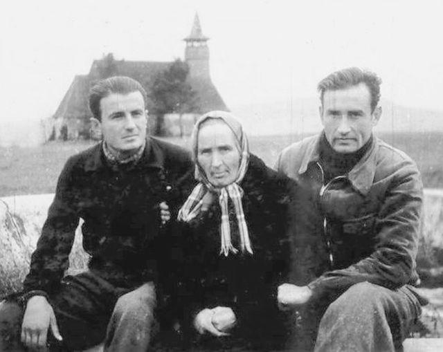 valeriu-gafencu-cu-mama-sa-si-ioan-ianolide-in-lagarul-de-munca-de-la-galda-1946
